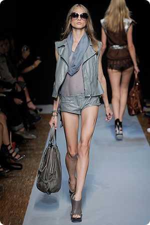 Модные жилеты   лето 2010