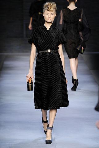 зимние вязаные платья фото.  Рхема 18 - схема вязания платья для девочки...