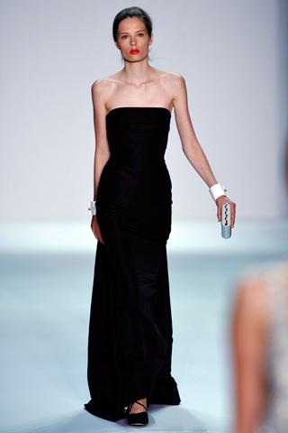 Черное платье в пол.  Автор:Admin.