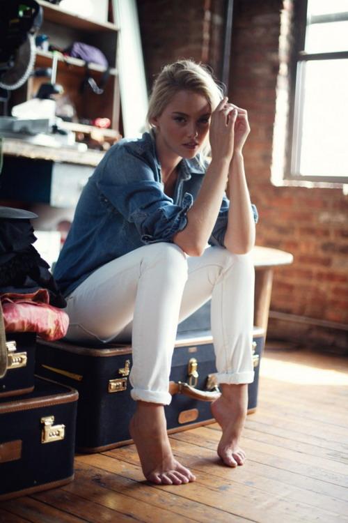 Белые джинсы. Как носить и с чем их сочетать
