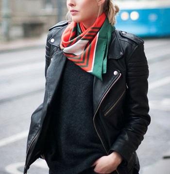 10 свежих идей, как носить шёлковый платок